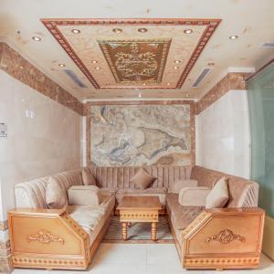 Uma área de estar em فندق اوتاد الصفوه