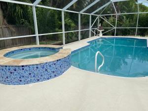 Der Swimmingpool an oder in der Nähe von Villa Joella