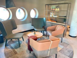 Area soggiorno di Pilot Airport Hotel