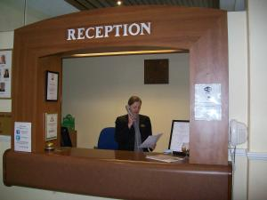 The lobby or reception area at Elstead Hotel