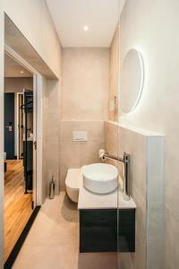 A bathroom at Amsterdam Beach Hotel