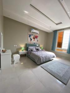 Cama ou camas em um quarto em A - 369 مقابل الراشد مول
