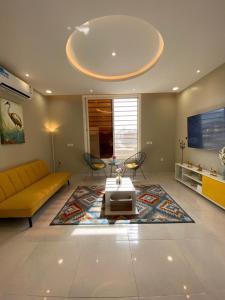 Uma área de estar em A - 369 مقابل الراشد مول