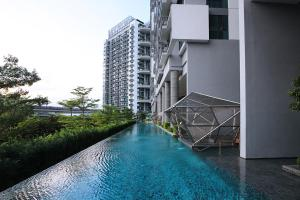 The swimming pool at or near Jem Residences