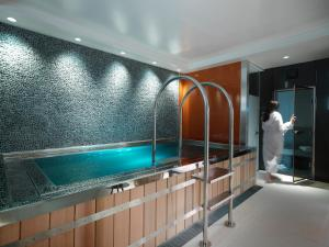 The swimming pool at or close to The Athenaeum Hotel & Residences