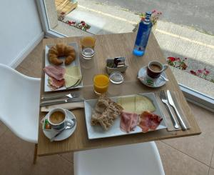 Breakfast options available to guests at Hotel Mar de Fisterra