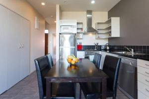 A kitchen or kitchenette at Luxury Cardrona Villa 10