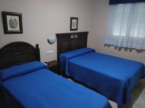 A bed or beds in a room at Hostal El Polígono