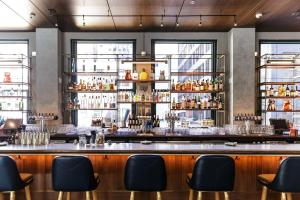 The lounge or bar area at Kimpton Gray Hotel Chicago, an IHG Hotel