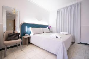A bed or beds in a room at Hotel Grifo