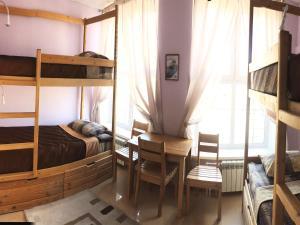 Двухъярусная кровать или двухъярусные кровати в номере Отель Журавли