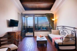A seating area at Kallisti Hotel