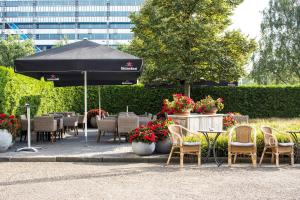 A restaurant or other place to eat at Holiday Inn Eindhoven Centre, an IHG Hotel