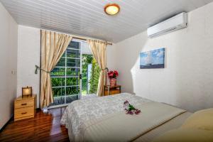 Cama ou camas em um quarto em TAHITI - Taharuu Houses Surf & Beach