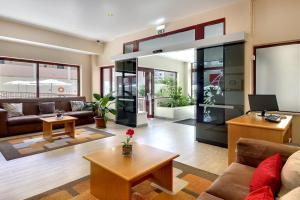 El vestíbulo o zona de recepción de Hotel Alba