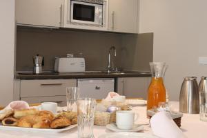 A kitchen or kitchenette at APARTAMENTOS VILAGAROs
