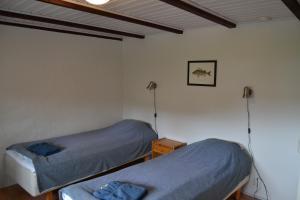 Säng eller sängar i ett rum på Gröndahls röd-vita
