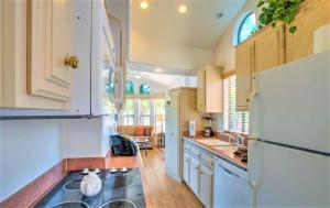 A kitchen or kitchenette at Sedona Pines Resort