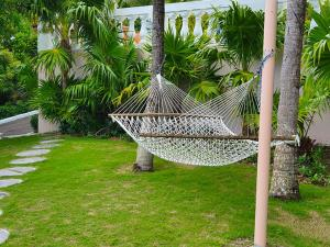 Сад в Ocean West Boutique Hotel