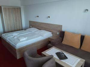 A bed or beds in a room at Hotel Toliar
