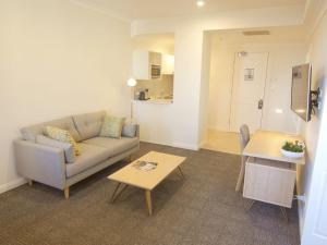 A seating area at Quality Apartments Adelaide Central