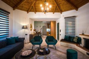 A seating area at Heraklion Seaside Gem - Olia Private Retreat