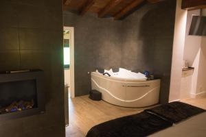 Un baño de Osabarena Hotela