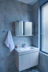 A bathroom at Via Mare Apartments