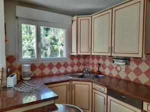 A kitchen or kitchenette at Appartement Marseille Vacances