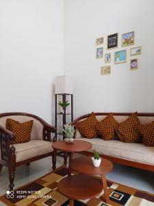 A seating area at Alysahouse - Two Bedrooms