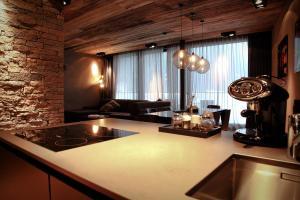 Küche/Küchenzeile in der Unterkunft Hotel Zhero – Ischgl/Kappl
