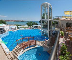 Hotel Villa Listの敷地内または近くにあるプール