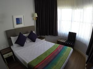 A bed or beds in a room at Mono Hotel