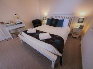 A bed or beds in a room at Annan Hotel