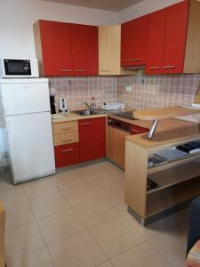 Meje Apartmentsにあるキッチンまたは簡易キッチン