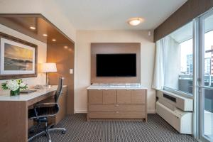 A television and/or entertainment center at Best Western Premier Chateau Granville Hotel & Suites & Conference Centre