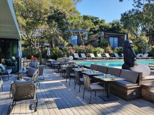 Restaurant ou autre lieu de restauration dans l'établissement Le Lodge des Îles d'Or
