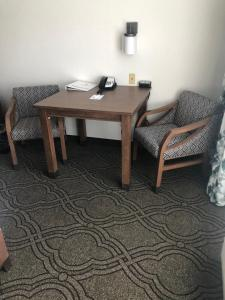 A seating area at Best Western Premier Pasco Inn and Suites