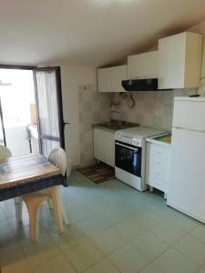 A kitchen or kitchenette at Casa Vacanza Orizzonte
