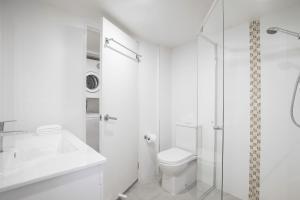 A bathroom at BreakFree Diamond Beach
