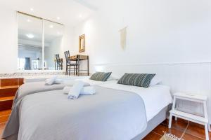 A bed or beds in a room at Quinta da Liberdade