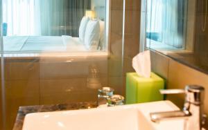 Ванная комната в Holiday Inn Chennai OMR IT Expressway, an IHG Hotel