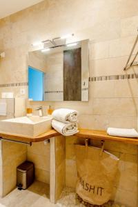 A bathroom at Cozy modern studio in the heart of Baille district in Marseille Welkeys