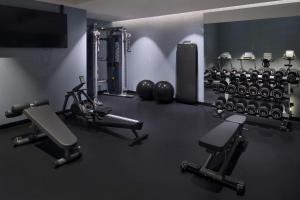 The fitness centre and/or fitness facilities at Mövenpick Hotel The Hague