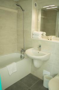 A bathroom at Hotel les Tourrades
