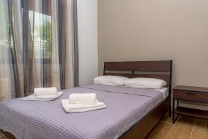 A bed or beds in a room at Maras Luxury Apartment