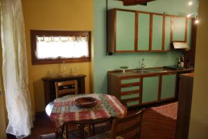 A kitchen or kitchenette at Villa Sarah