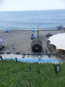 Вид на бассейн в Гостевой дом «Ирис» или окрестностях