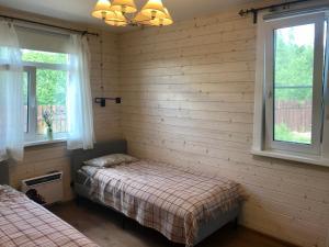 Кровать или кровати в номере Lugovka-apart