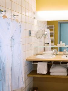 A bathroom at Hôtel de l'Image